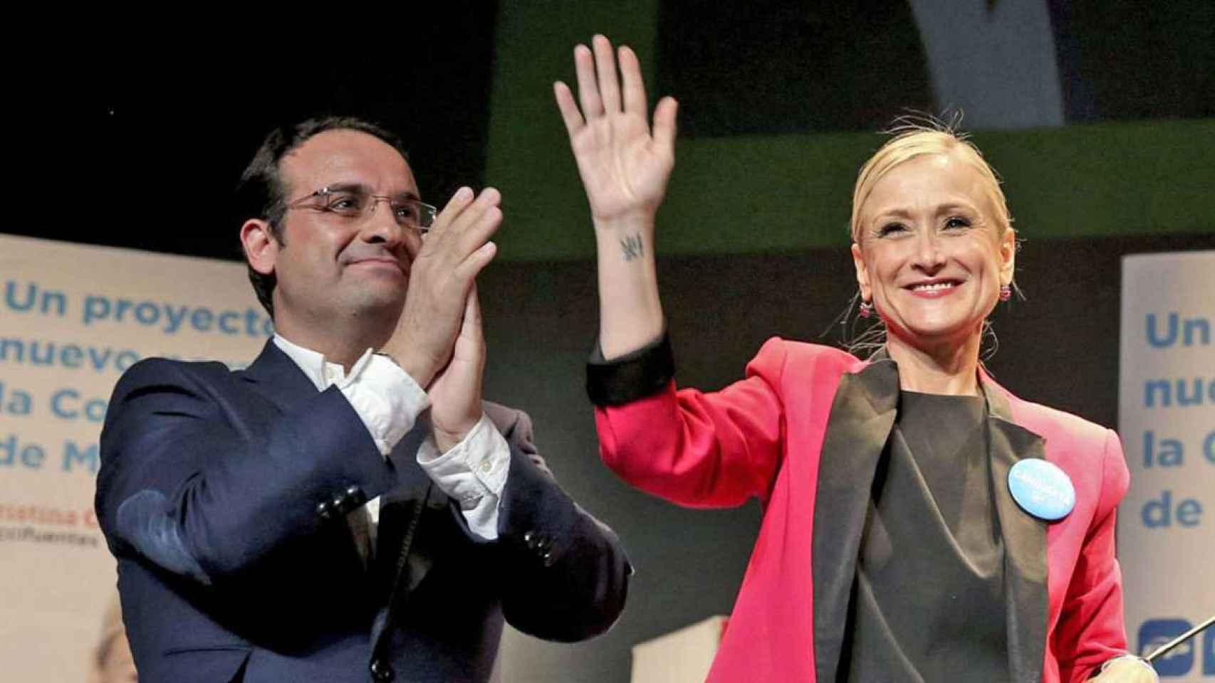 El diputado de la Asamblea de Madrid Daniel Ortiz junto a Cristina Cifuentes