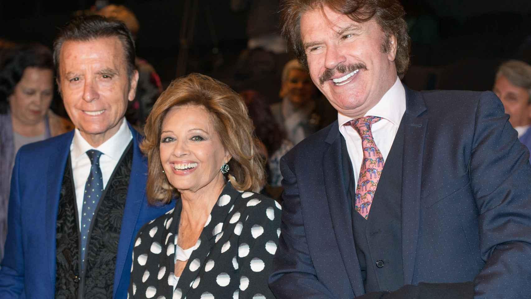 Ortega Cano con Mª Teresa Campos y su pareja Bigote Arrocet