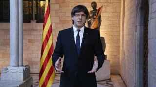 Puigdemont reivindica la lengua y la cultura catalana ante los dragones feroces