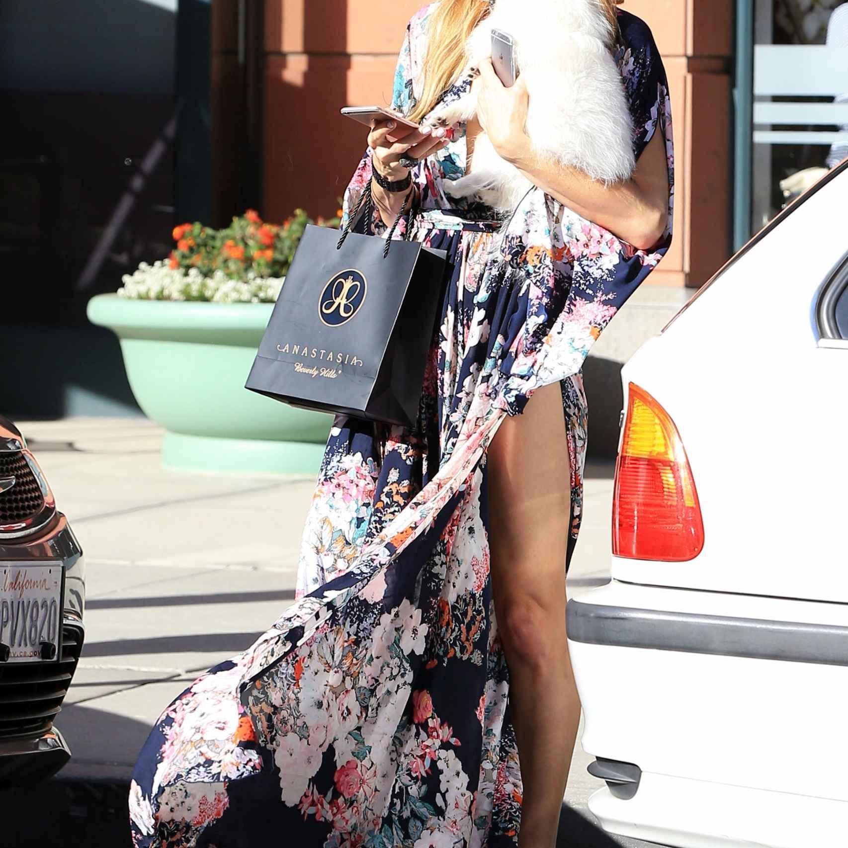 Paris Hilton de compras con su nueva mascota