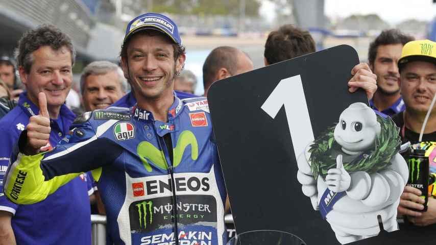 Valentino Rossi celebra su primera plaza en la parrilla de Jerez.