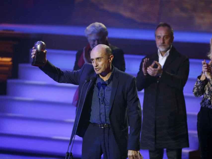El actor Pepe Viyuela recogiendo su premio Max.
