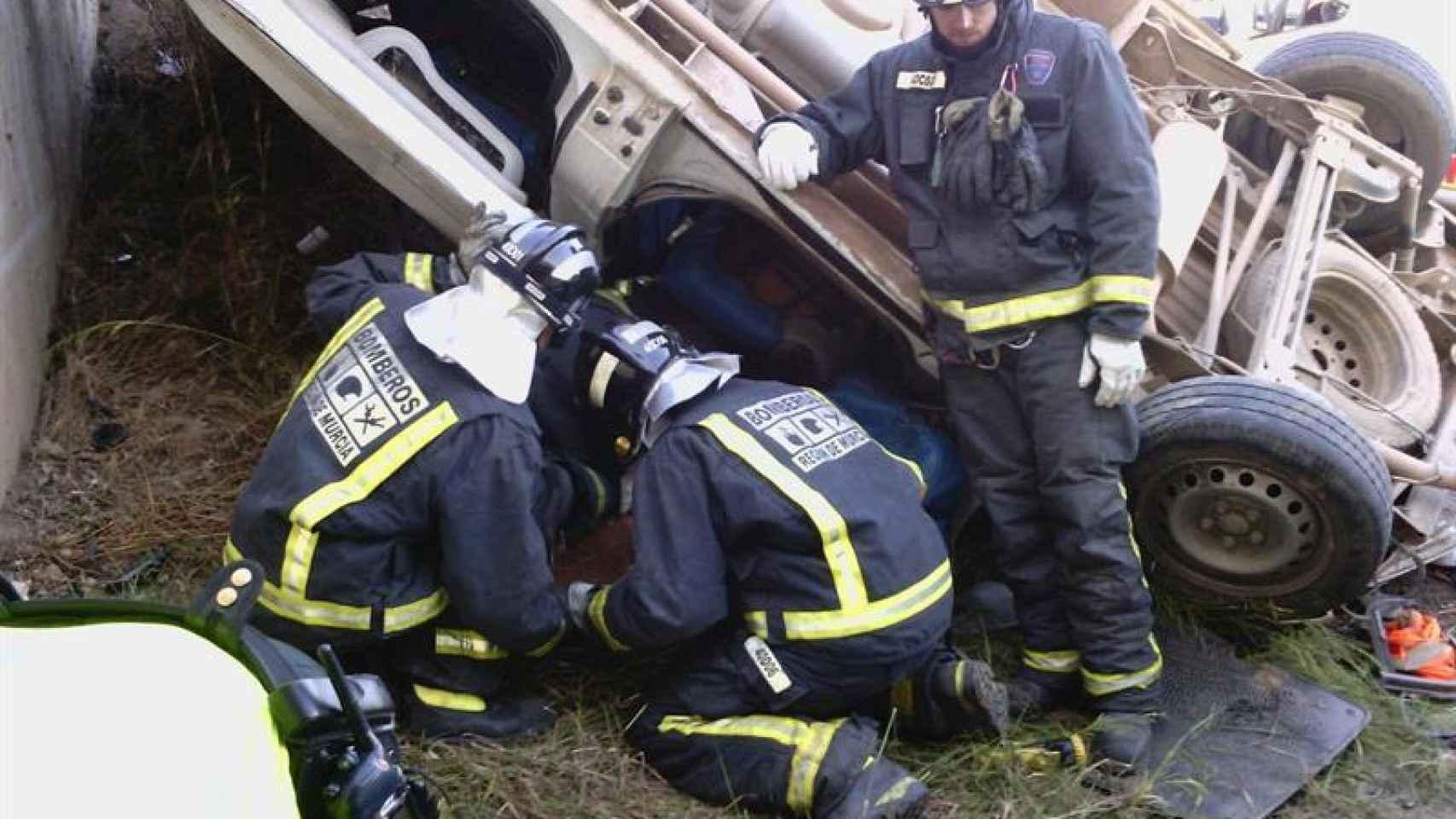Imagen facilitada por Protección Civil del accidente producido en la autovía entre Lorca y Águilas.