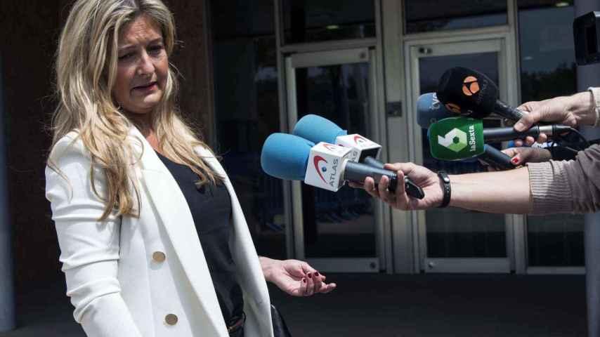 La abogada de Manos Limpias, Virginia López Negrete, atiende a los medios de comunicación a su salida de la EBAP