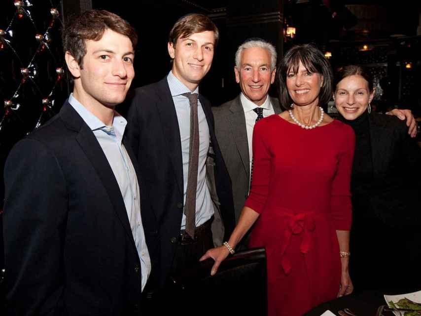 Josh, Jared, Charles y Seryl Kushner