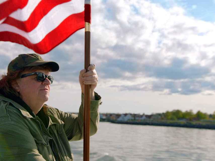 El cineasta Michael Moore en su nuevo documental estrenado en España.