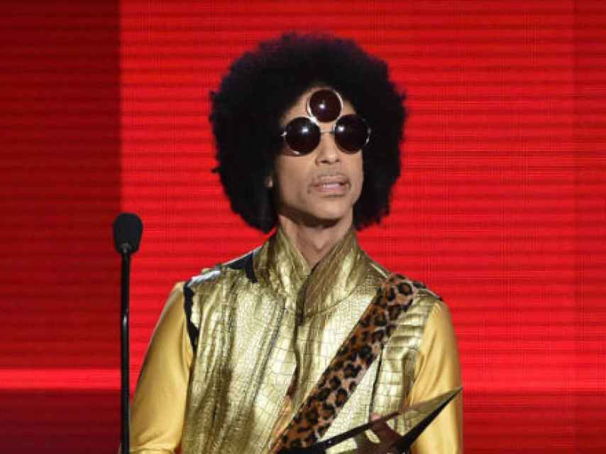 Prince recoge el premio en los American Music Awards