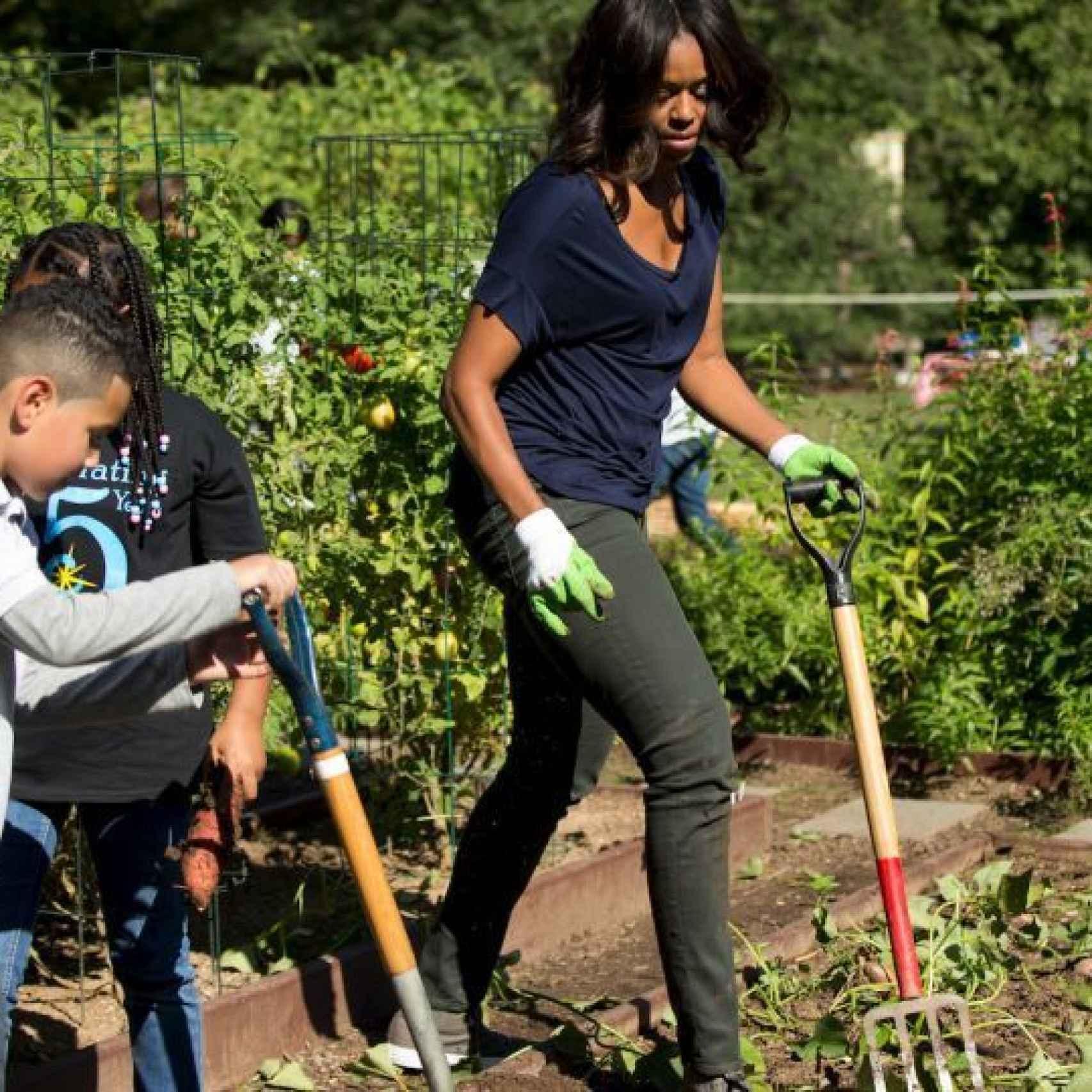 Michelle Obama en su huerto ecológico