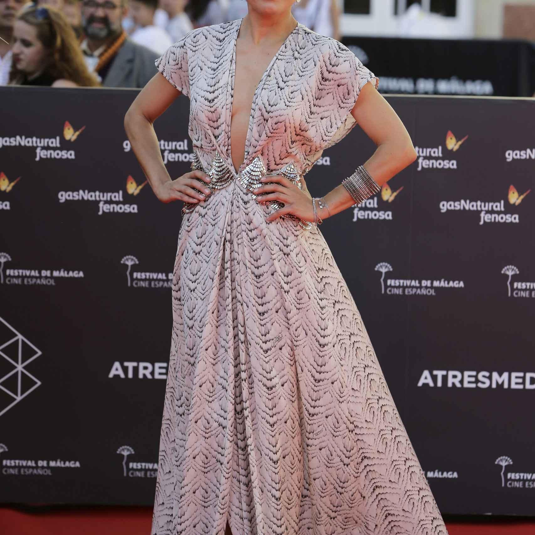La actriz Toni Acosta con un escote de vértigo