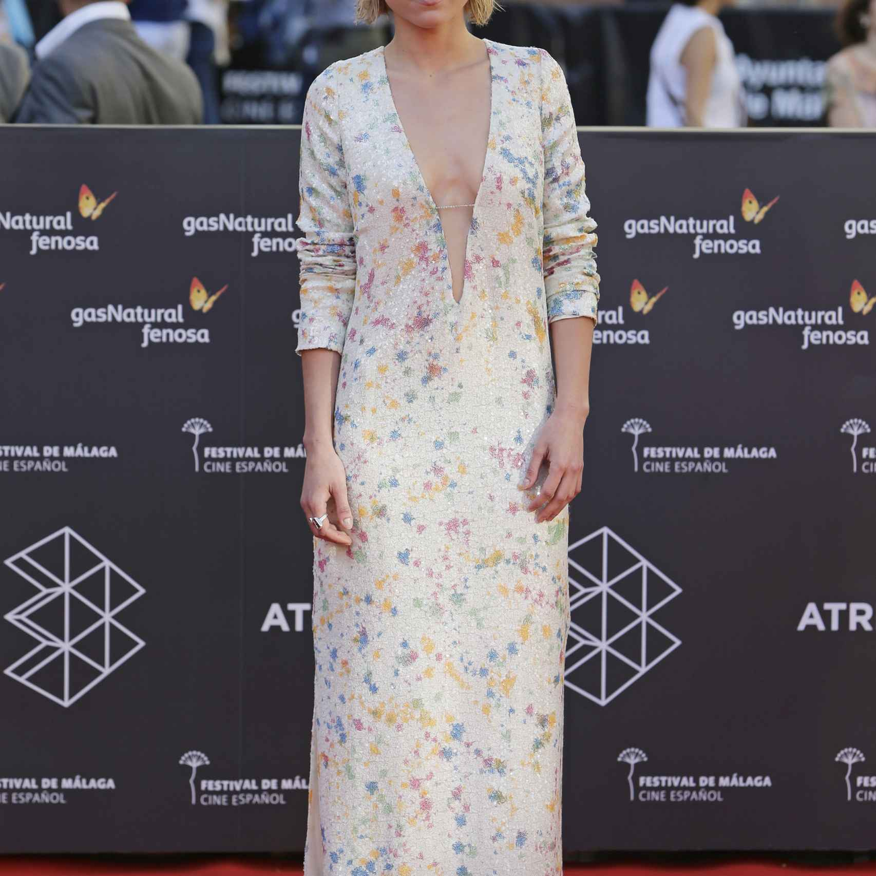 Ana Fernández también se atrevió con el escote