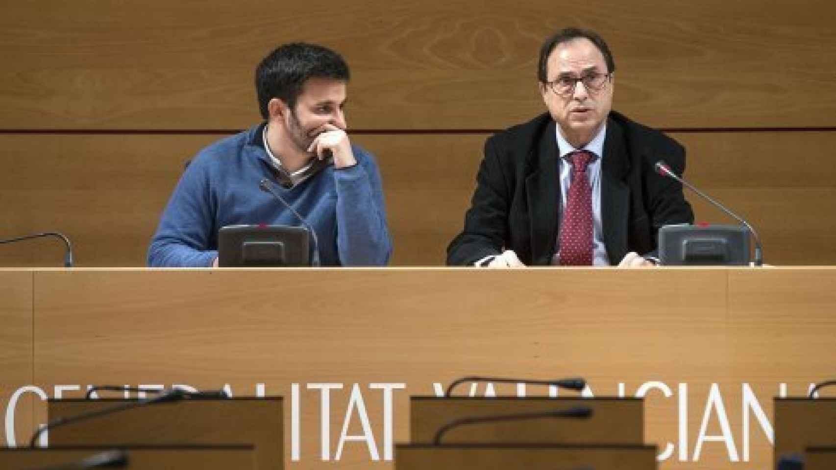 Vicent Marzá, consejero de Educación de la Comunidad Valenciana, a la izquierda.