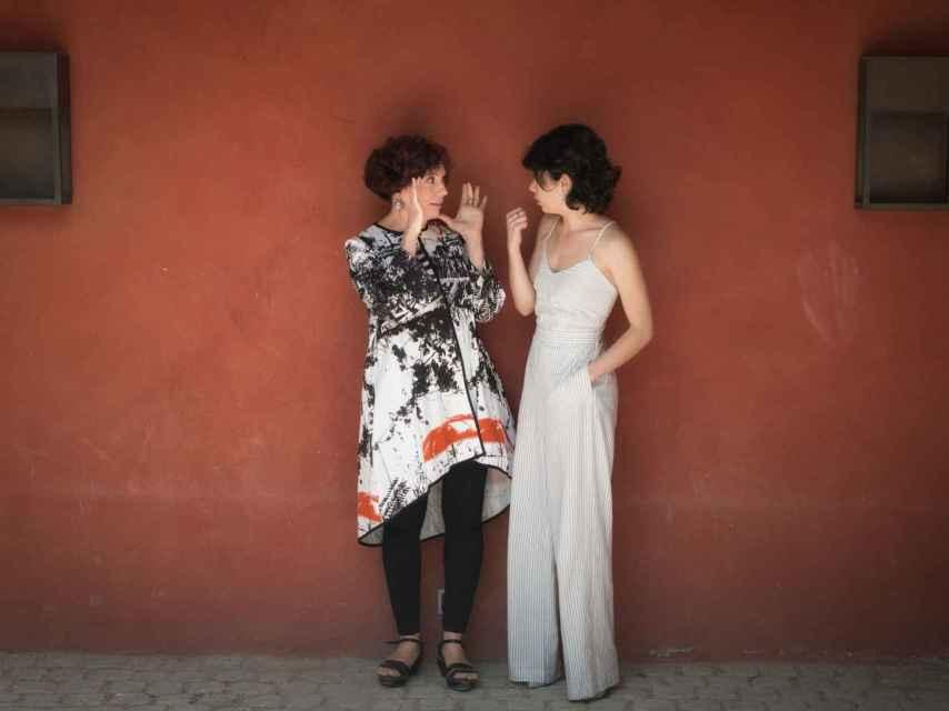 Icíar Bollaín y Anna Castillo charlan en la presentación de El olivo.