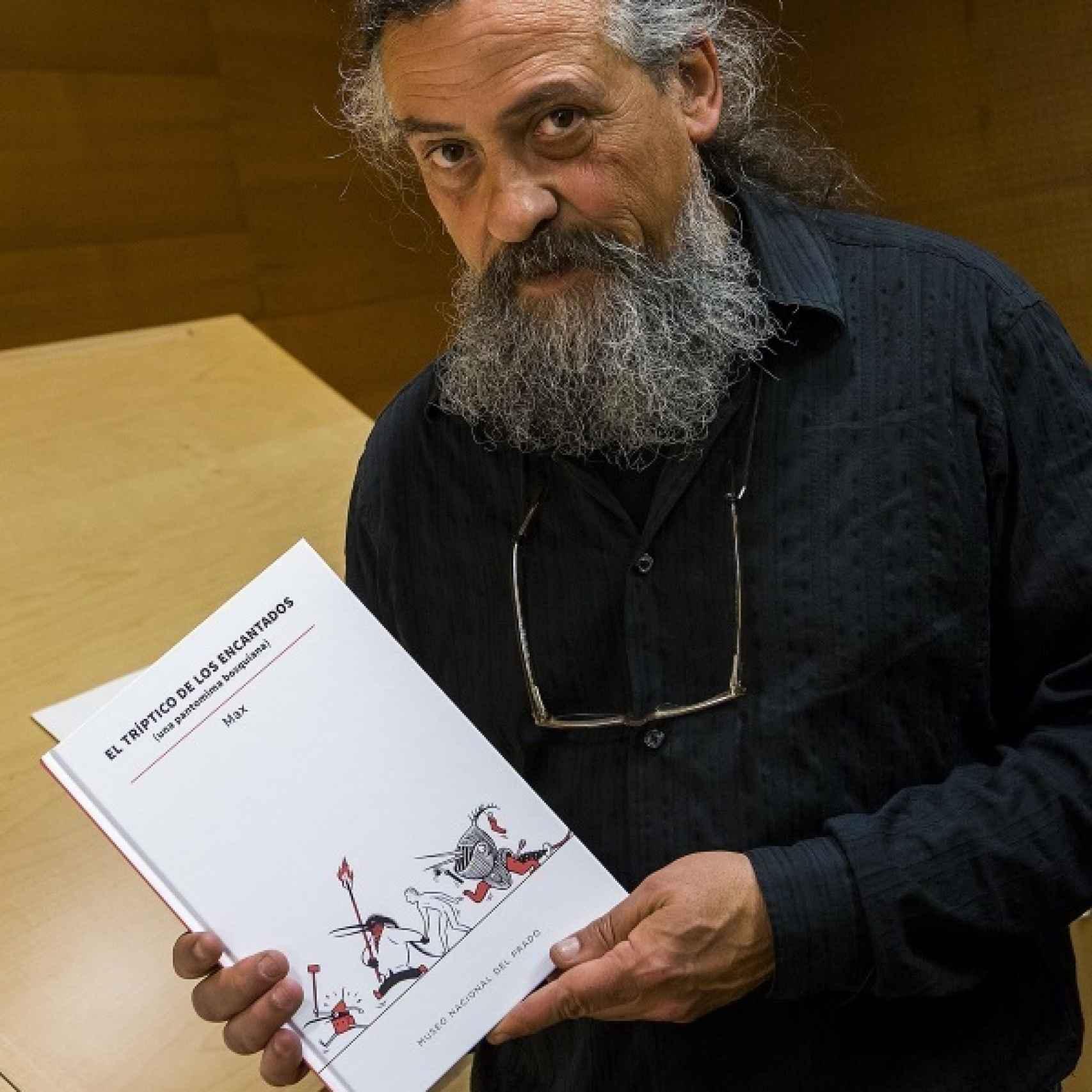 El dibujante con el libro.