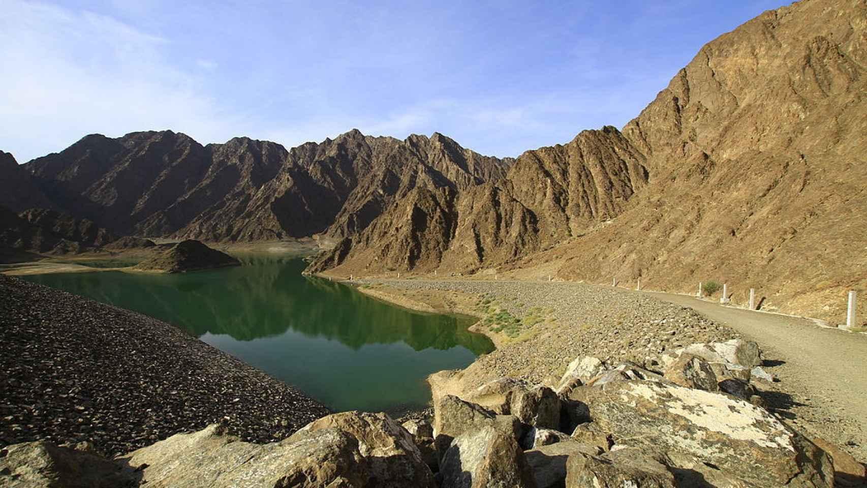 Montañas Al Hajar en el extremo norte de Emiratos, uno de los escasos ejemplos de montes en el país.