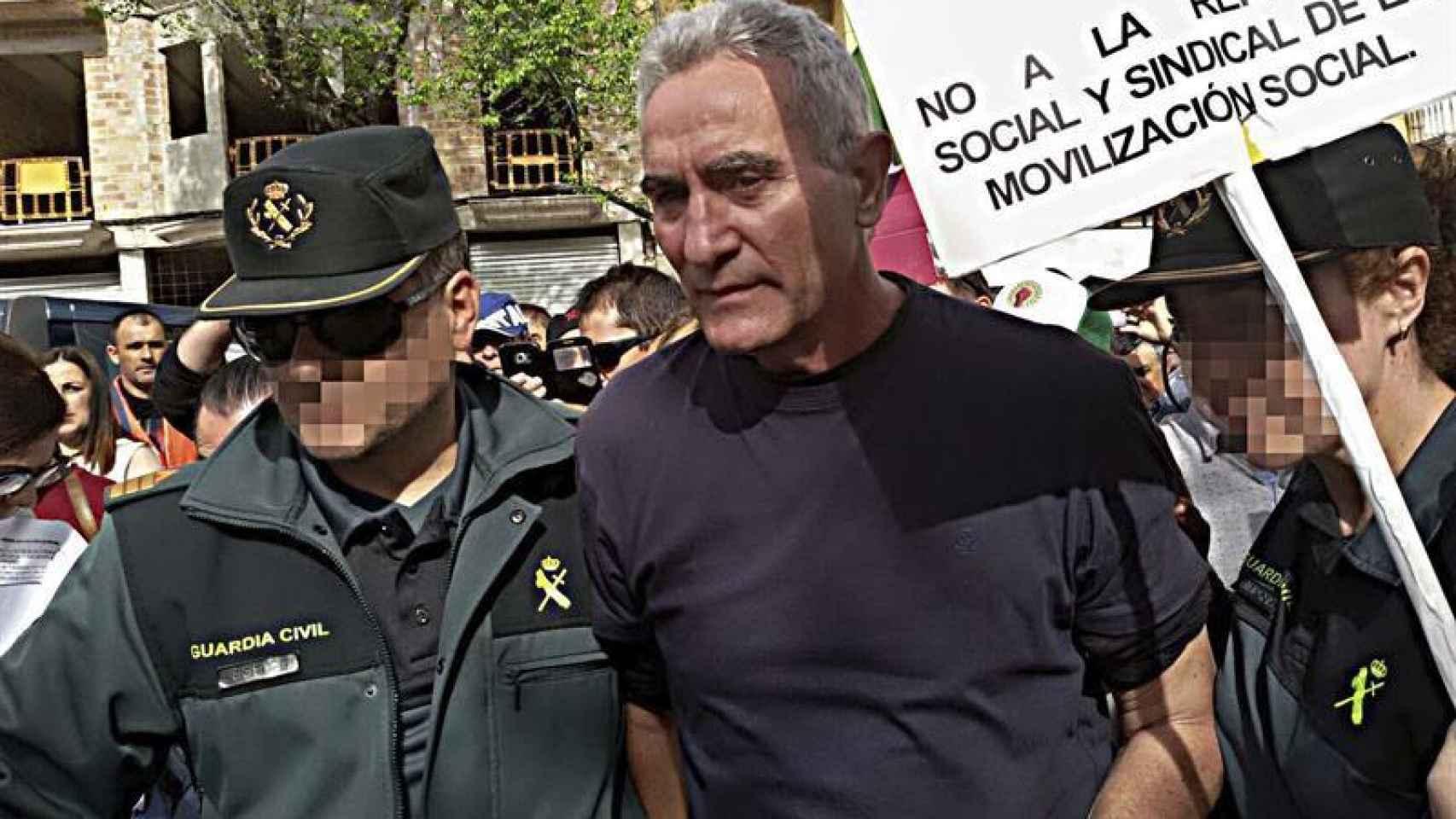 El dirigente del Sindicato Andaluz de Trabajadores (SAT) Diego Cañamero en el momento de ser detenido en Jódar (Jaén).