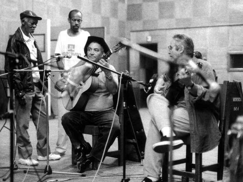 Ibrahim Ferrer, Eliades ochoa y Ry Cooder en La Habana, 1997