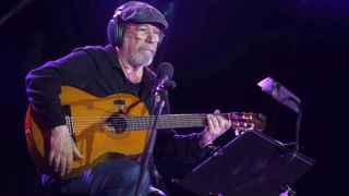 El cantautor Silvio Rodríguez en el concierto a tres de Vallecas.
