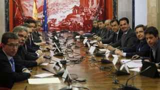 Integrantes de los partidos con representación parlamentaria durante la reunión en el Congreso