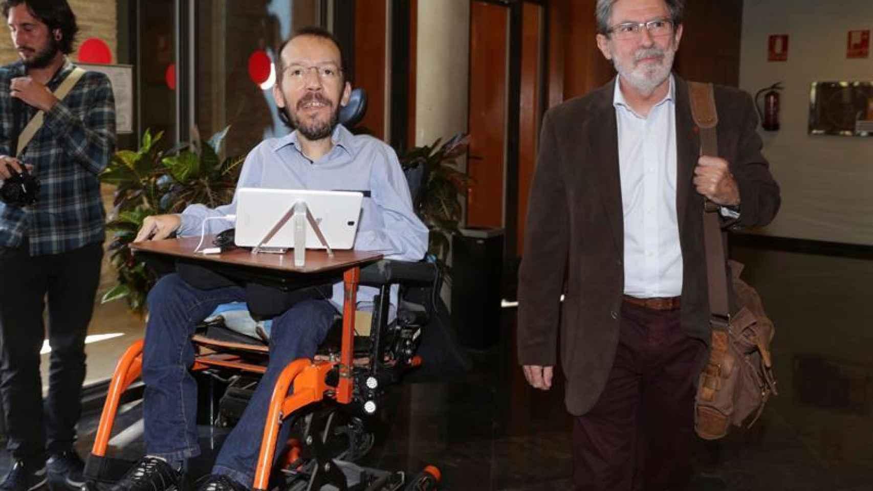 Echenique y Barrena tras una de sus reuniones en Zaragoza.