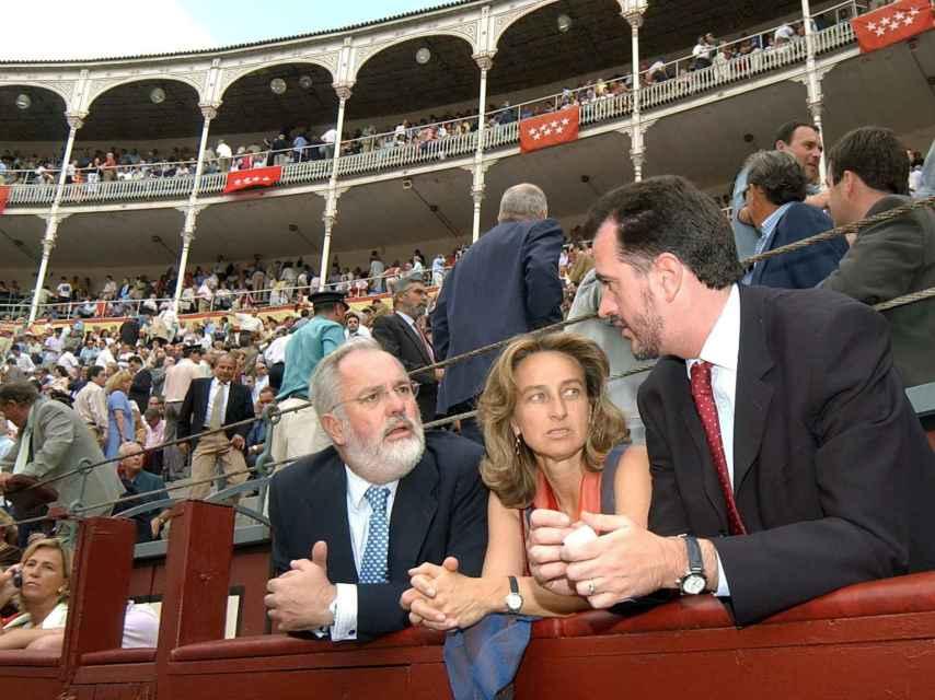 El matrimonio, durante un corrida en Las Ventas en 2003. / EFE