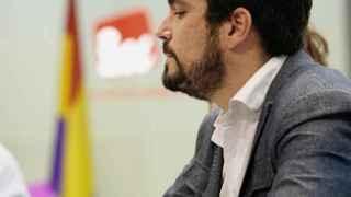 Garzón aprovecha la debilidad de Iglesias para exigir 12 escaños el 26-J