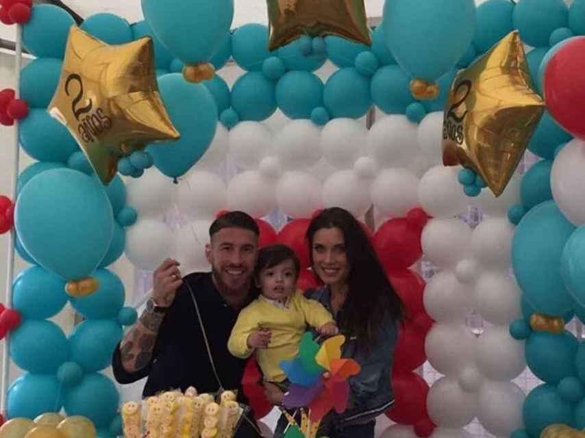 Sergio Ramos y Pilar Rubio con su hijo Sergio Jr,
