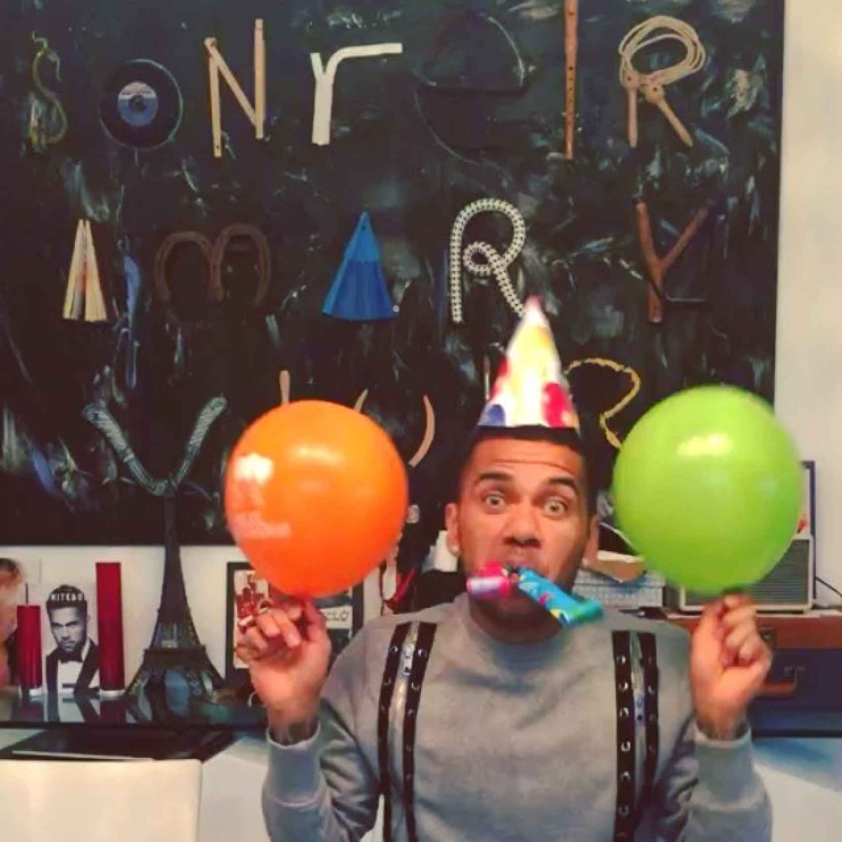 Dani Alves celebrando su cumpleñaos