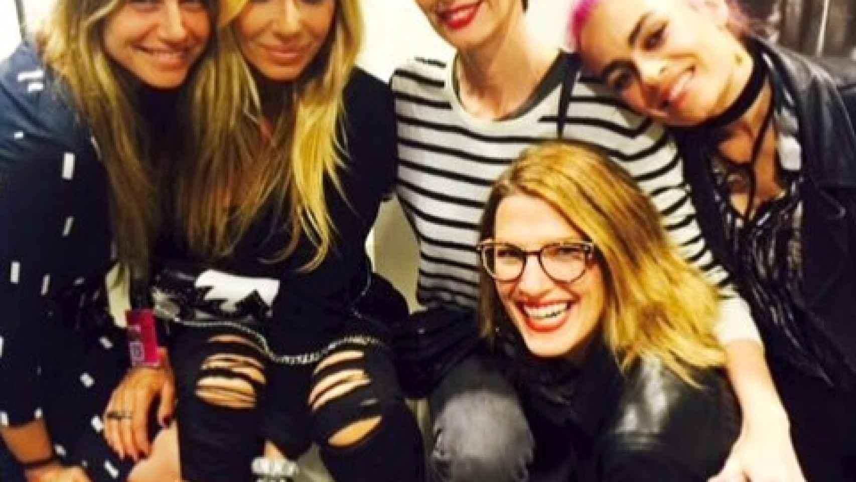 La cantante Marta Sánchez con sus amigas