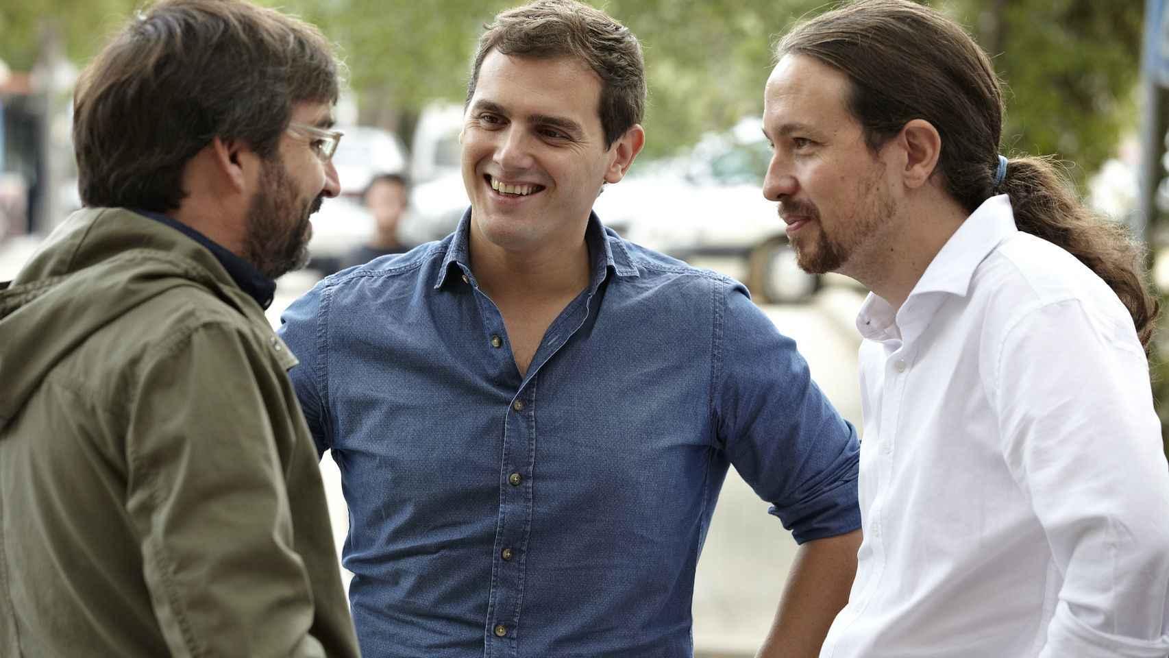 Albert Rivera y Pablo Iglesias junto al periodista Jordi Évole.
