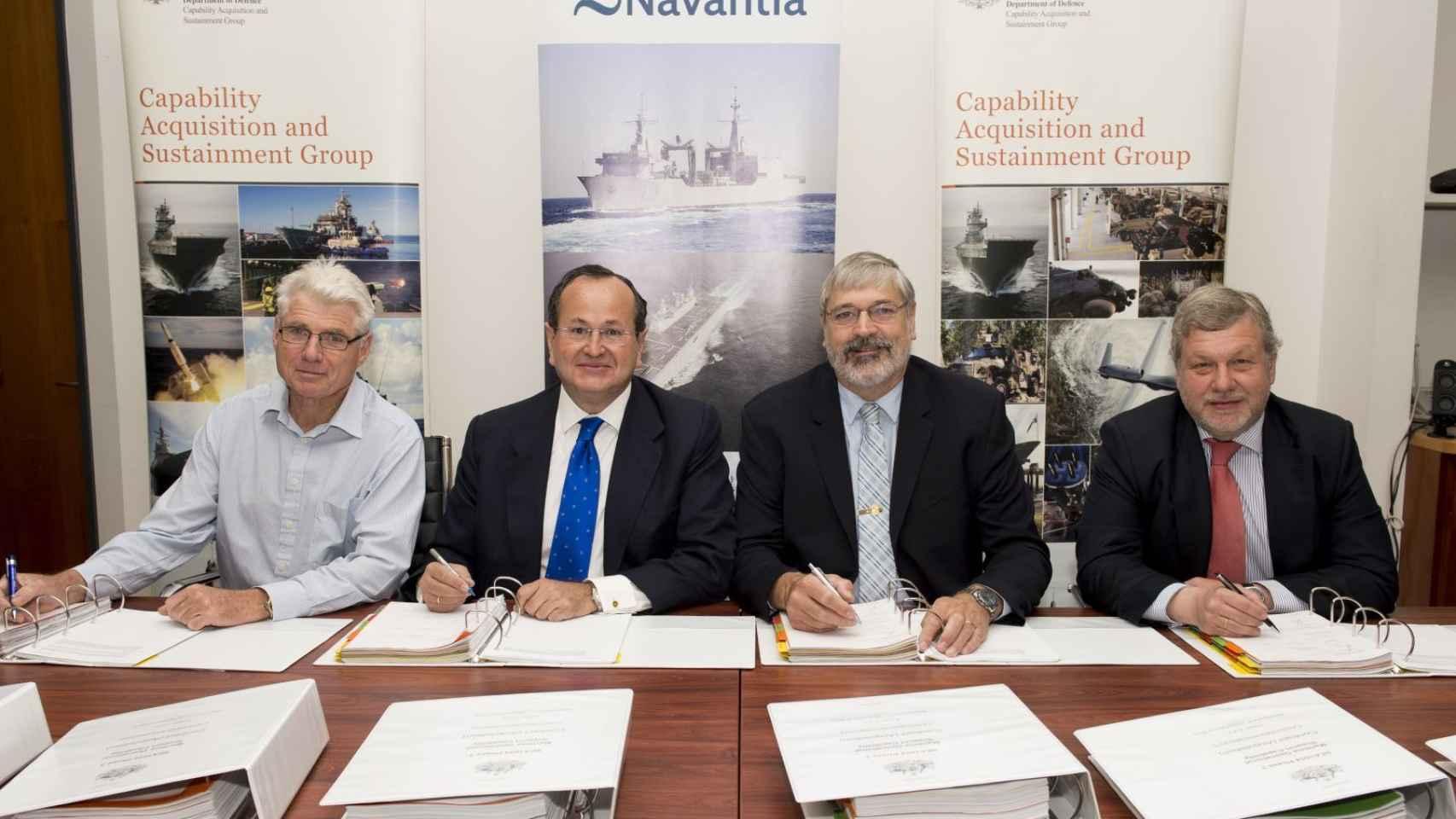 Firma del acuerdo entre representantes de Navantia y de la Defensa australiana.