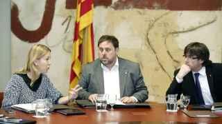 Munté, Junqueras y Puigdemont, durante la reunión del Govern de este martes