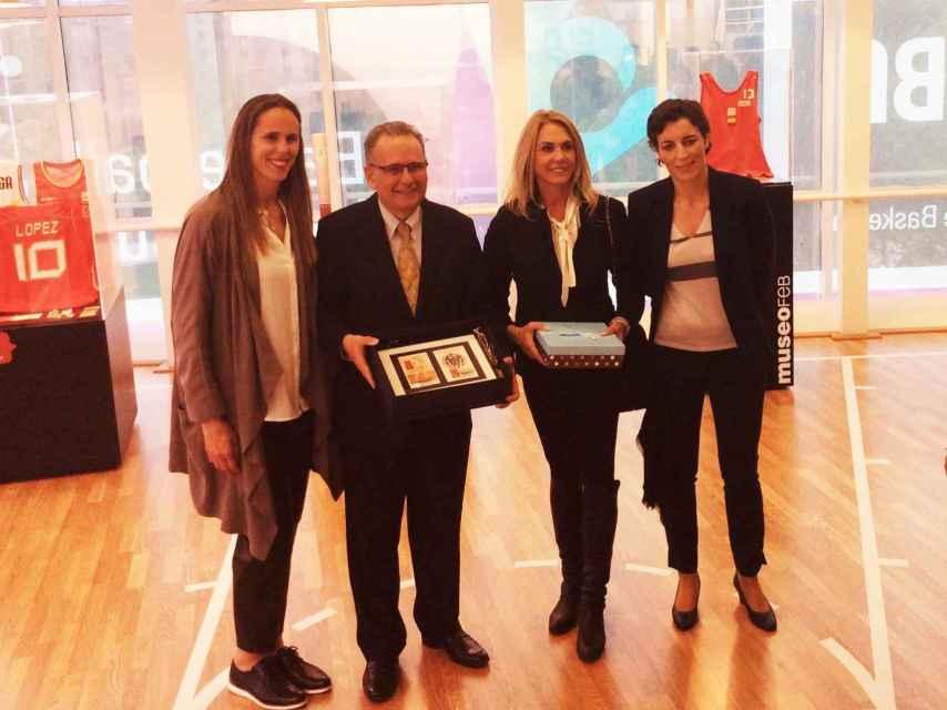 Amaya Valdemoro, el embajador de Brasil, Hortência y Elisa Aguilar en un acto reciente.