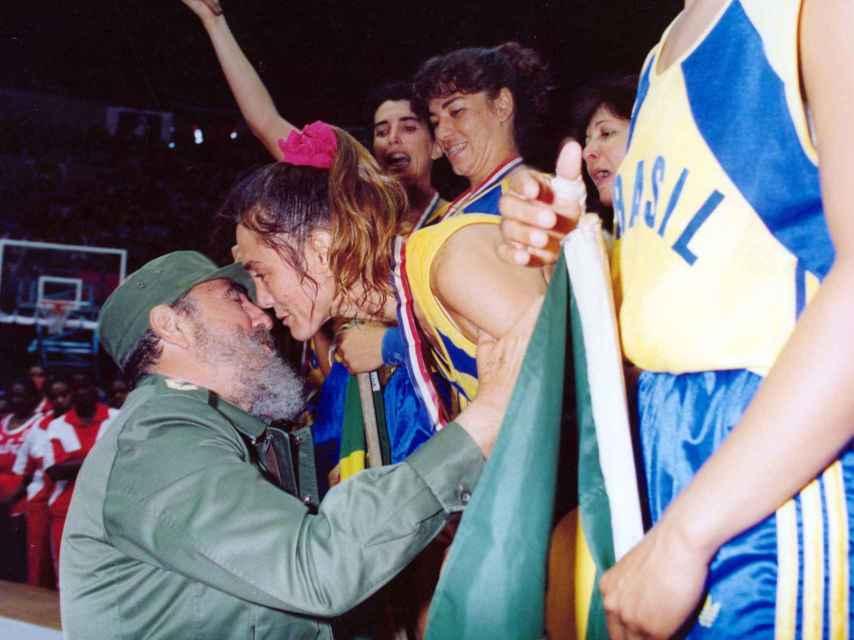 El encuentro entre Fidel Castro y Hortência Marcari.