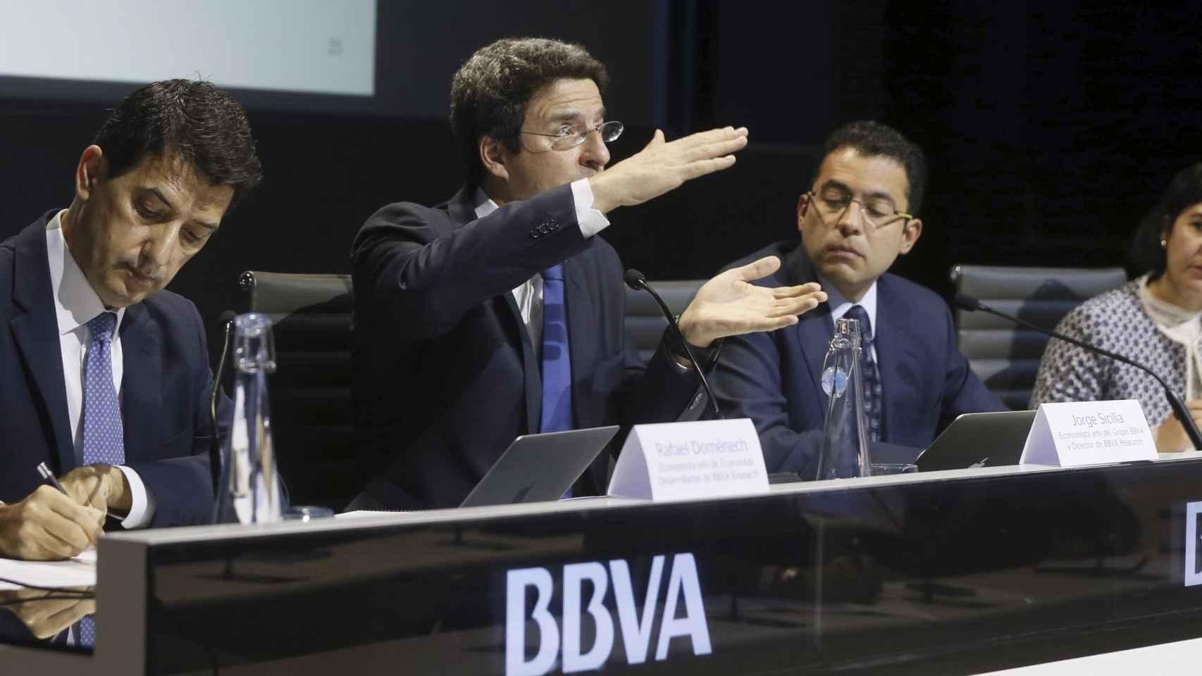 Rafael Doménech, Jorge Sicilia y Miguel Cardoso, de BBVA Research.