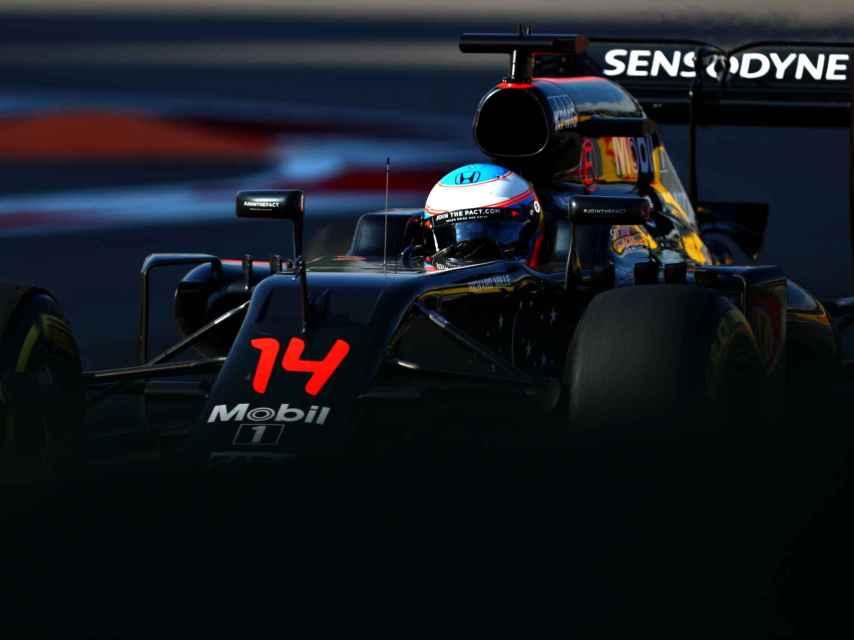 Fernando Alonso en su McLaren este mismo mes.
