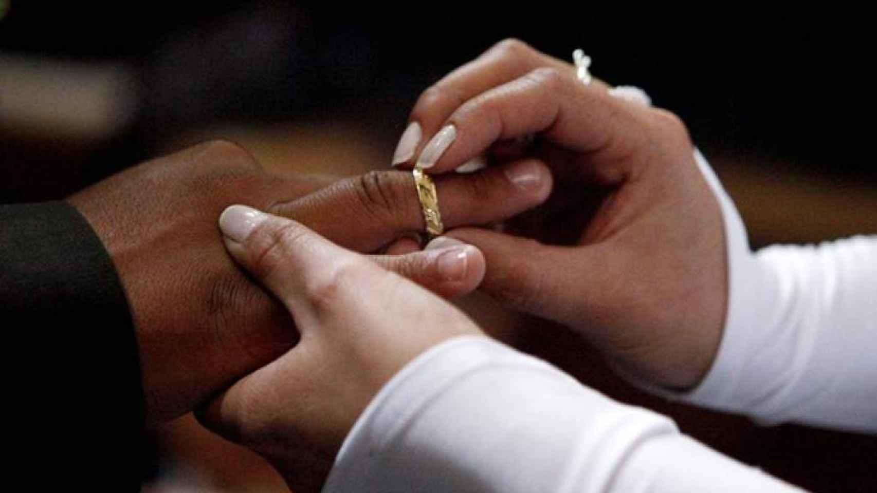 Se desploma el número de matrimonios y se disparan las parejas de hecho