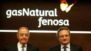 A la izquierda, el presidente de Gas Natural Fenosa, Salvador Gabarró, junto al consejero delegado, Rafael Villaseca.