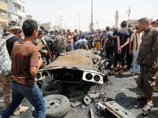 Personas en la escena del ataque en Ciudad Sadr