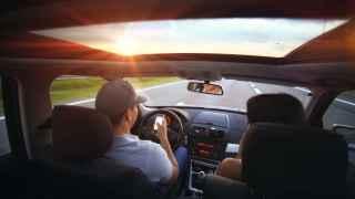 Lo más peligroso, el móvil al volante.