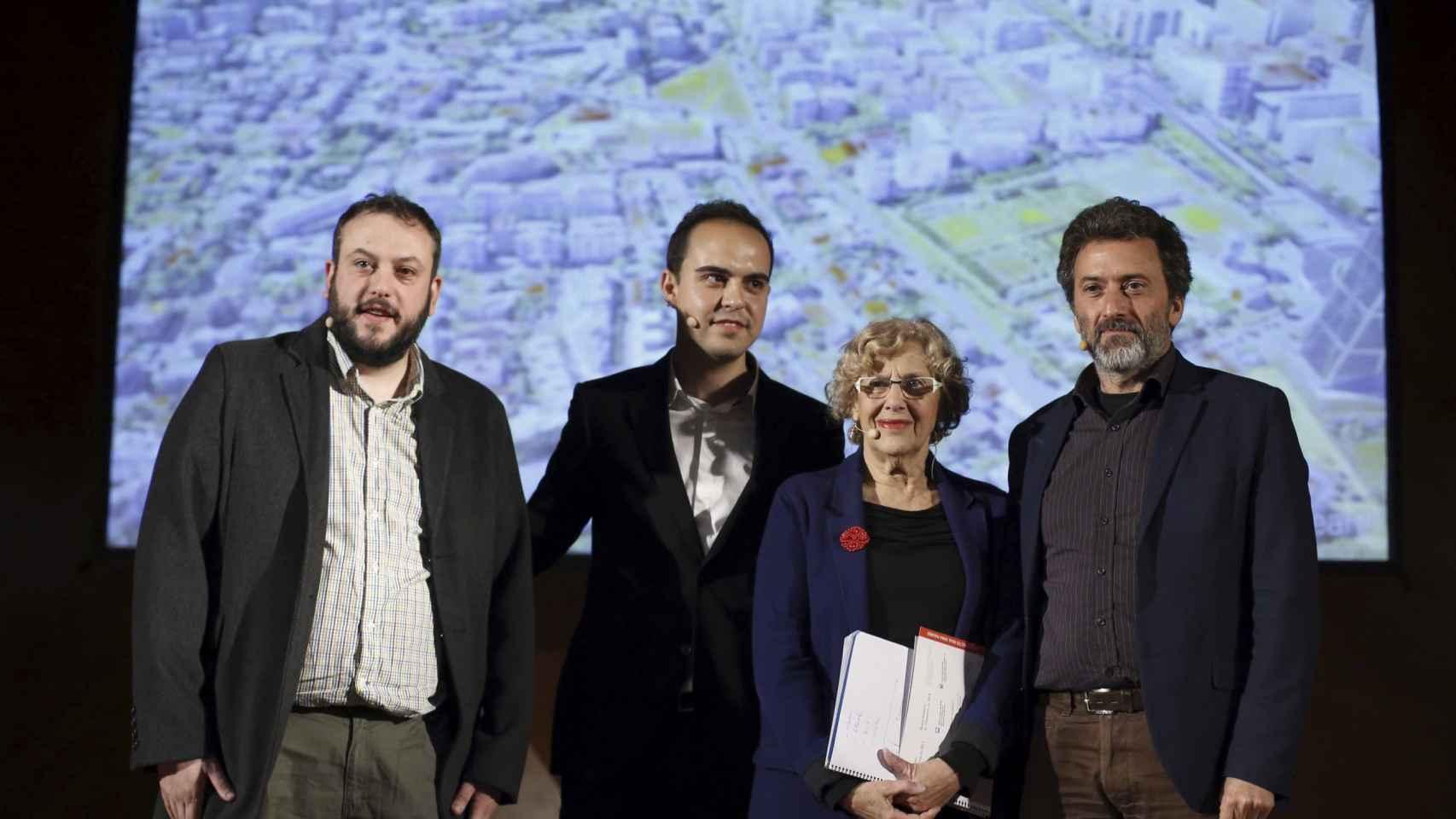 Manuela Carmena junto a sus concejales durante la presentación de hoy el proyecto Madrid Puerta Norte