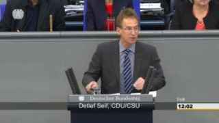 Un diputado de Merkel lee el poema difamatorio contra Erdogan en el pleno del Bundestag