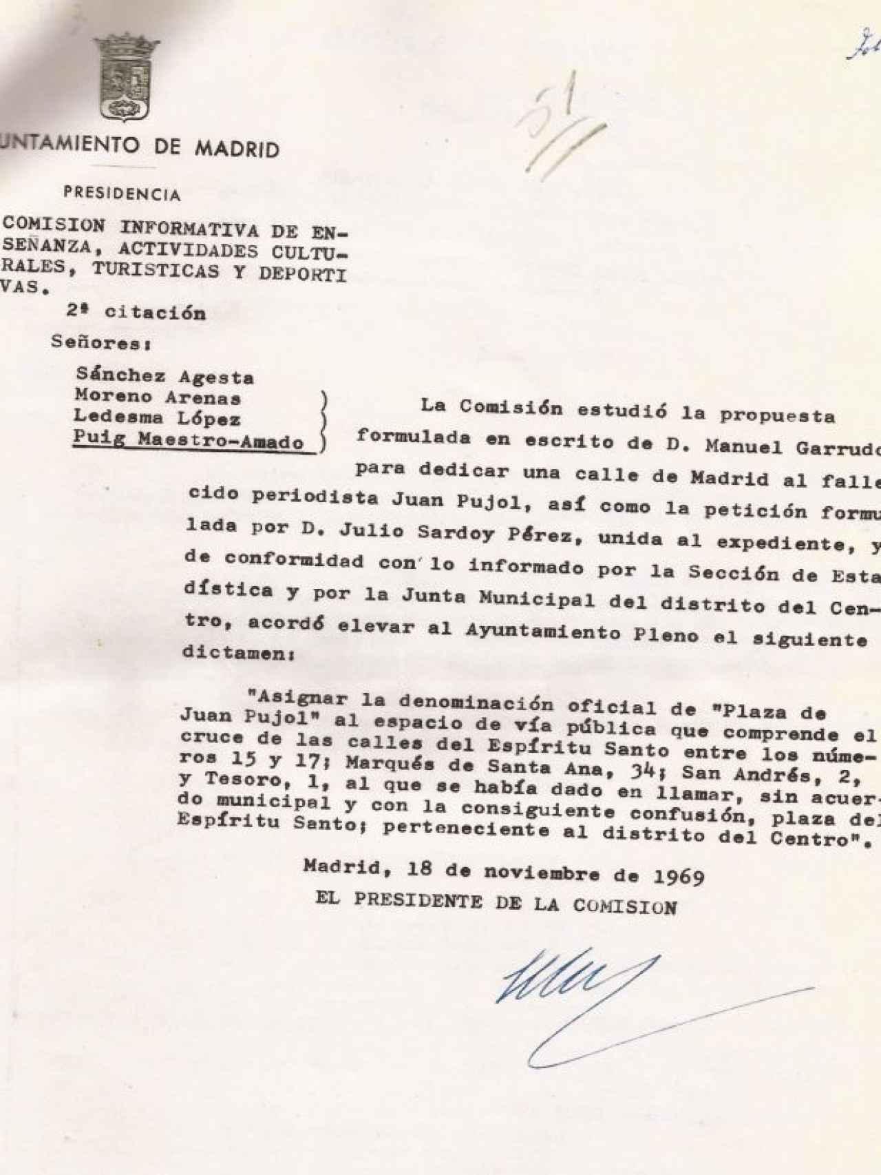 Documento del pleno del Ayuntamiento que detalla la inauguración de la plaza Juan Pujol.