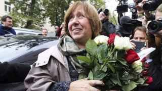 Svetlana Alexiévich el día en el que fue galardonada con el Nobel.