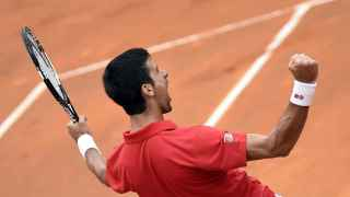 Djokovic celebra su victoria sobre Nadal en el Foro Itálico.