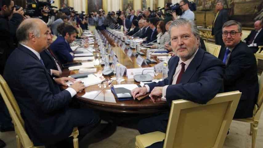 El ministro Méndez de Vigo durante la reunión con los consejeros de Educación