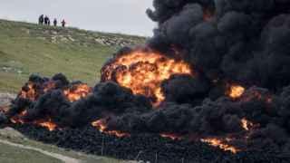 Las llamas han devorado una hectárea de la inmensa planta de Seseña.