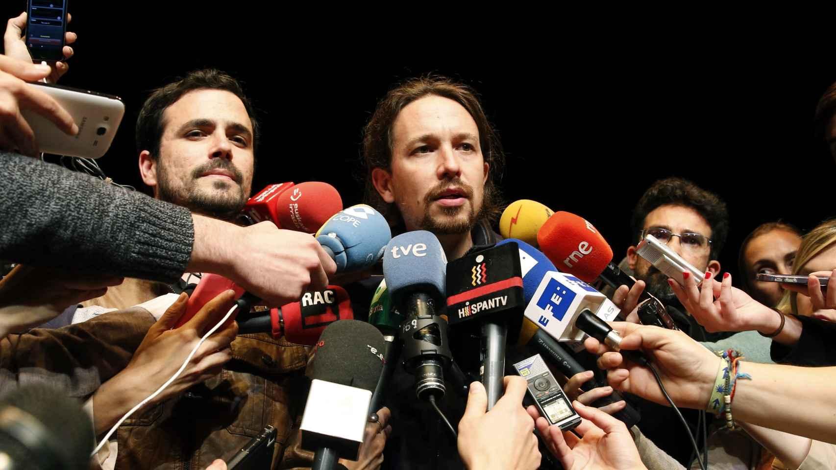 Alberto Garzón y Pablo Iglesias tras anunciar su acuerdo.