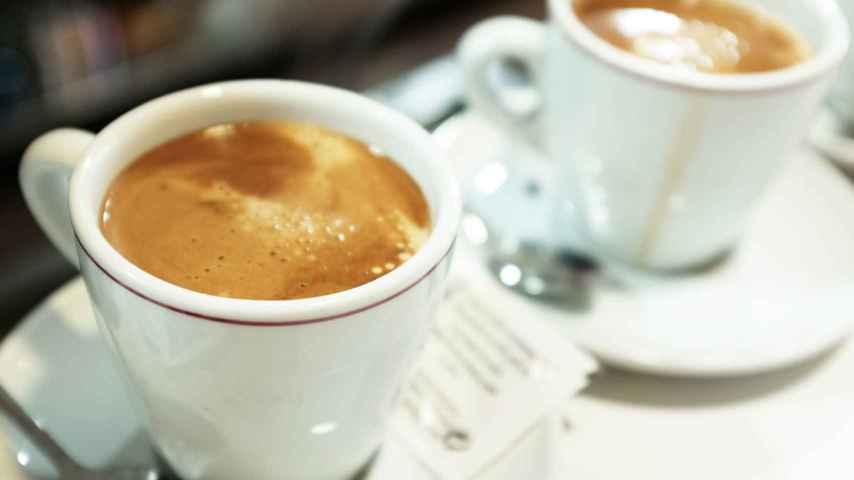 El veterano dirigente de IU se sincera tomando café.