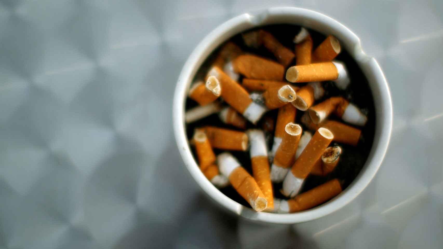 Colillas de cigarrillos.