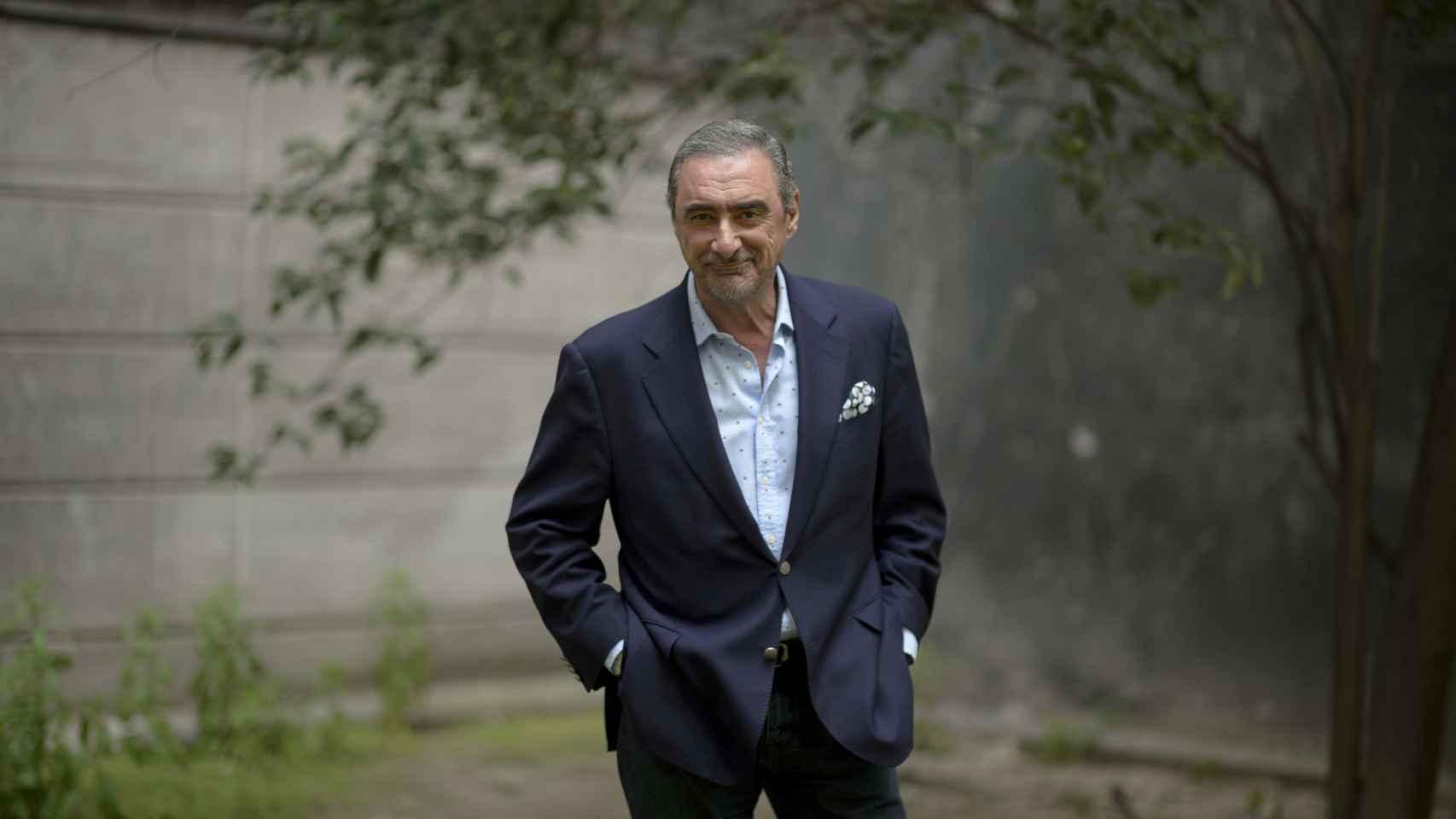 Carlos Herrera en un jardín en Cope Madrid.